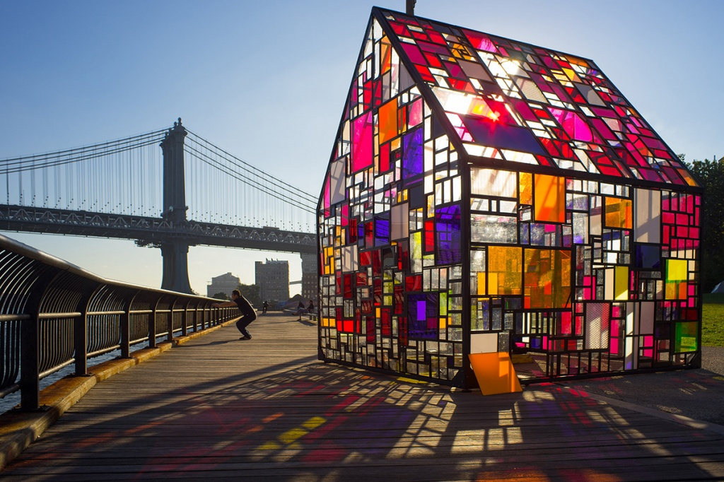 maison-couleurs-plexiglas-tom-fruin-2.jpg